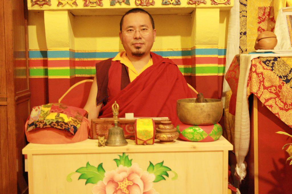 Lama Jampal durante gli insegnamenti al Centro buddhista di Cancello Verona